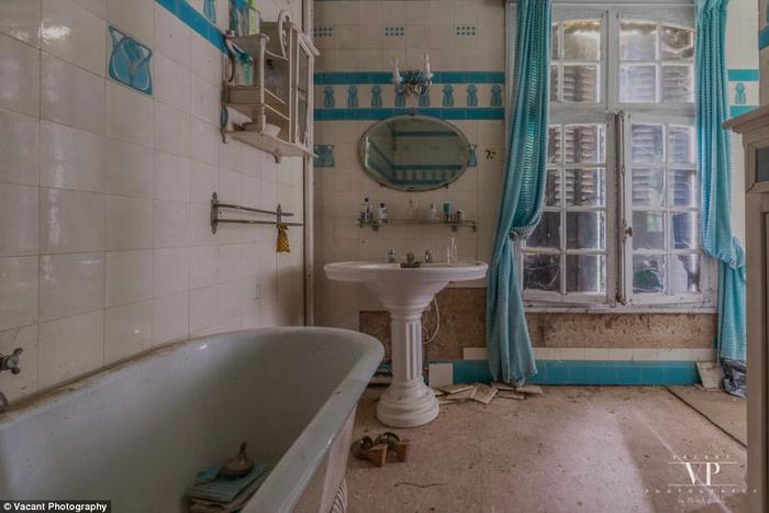заброшенный дом во франции 9 (700x467, 272Kb)
