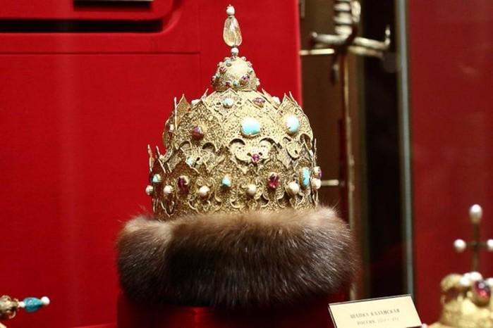 Главные головные уборы монархов в России
