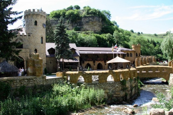 В районе Кисловодска стоит Замок Коварства и Любви