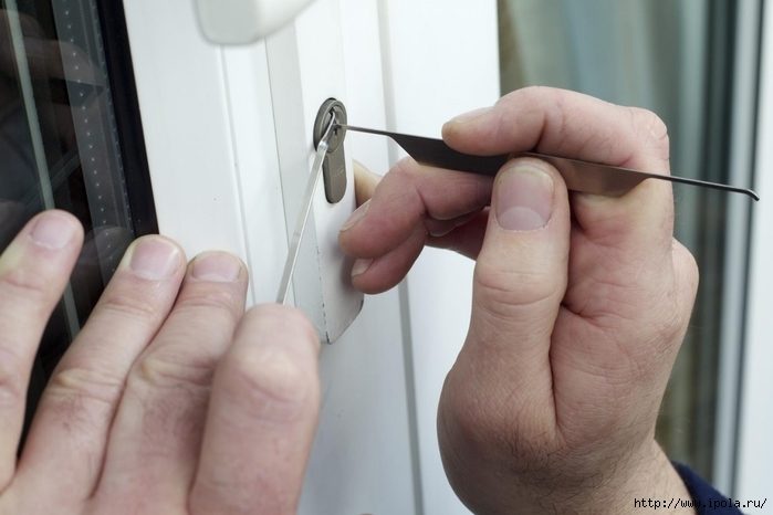 "alt=""Как открыть замок без ключа?""/2835299_Kak_otkrit_zamok_bez_klucha (700x466, 171Kb)"