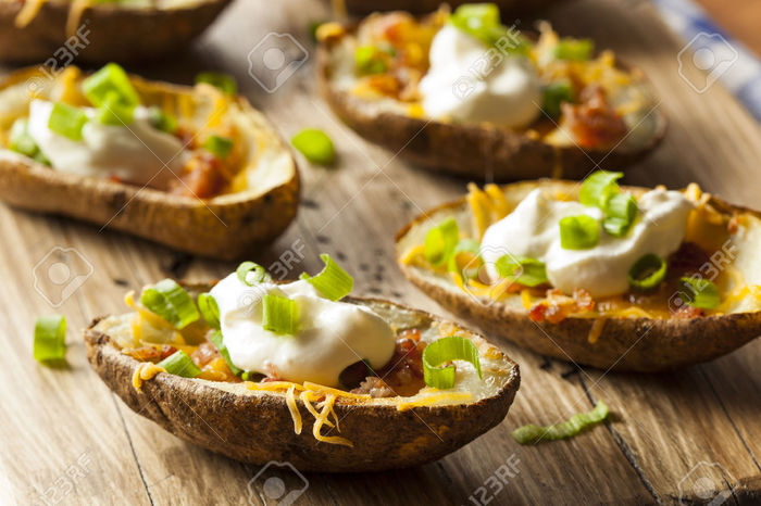 30916563-Homemade-Potato-Skins-with-Bacon-Cheese-and-Sour-Cream-Stock-Photo (700x466, 76Kb)