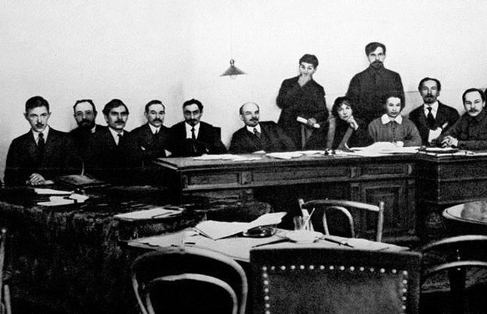 Какой национальный состав был первого правительства большевиков