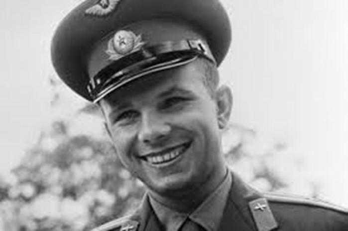 Как возникла версия, что Гагарин на самом деле не погиб