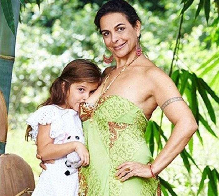 Британка планирует кормить дочь грудью до 10 лет