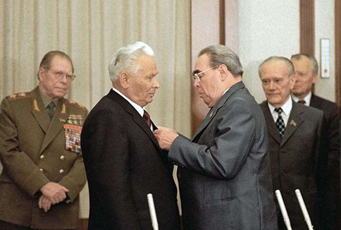 Кого Леонид Брежнев видел своим преемником