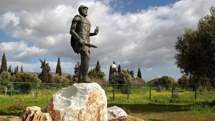 Скульптура Мильтиада на месте Марафонской битвы (700x393, 76Kb)