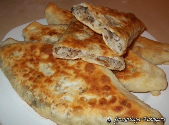 Дрожжевые пирожки с вешенками по-грузински