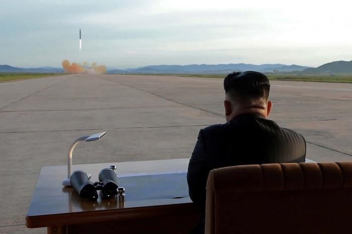 События недели в фотографиях. Ким Чен Ын наблюдает за запуском