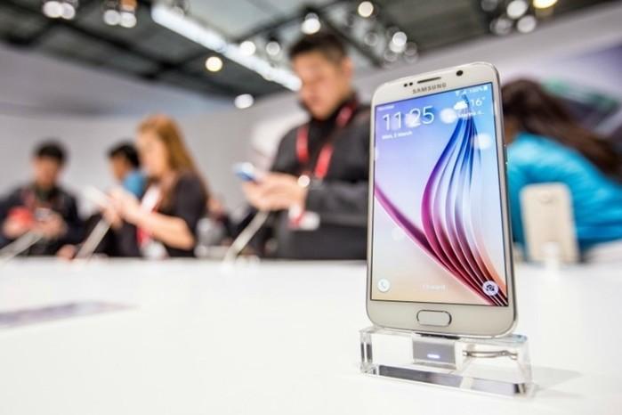 Круглый смартфон и умные часы: главные премьеры Mobile World Congress 2015