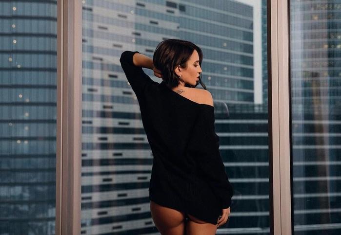 Ольга Бузова снялась топлес в своем новом клипе на песню «Хит парад»