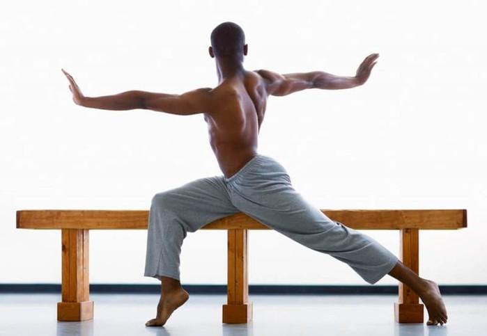 Упражнение «восьмёрка» поставит смещенные позвонки на место