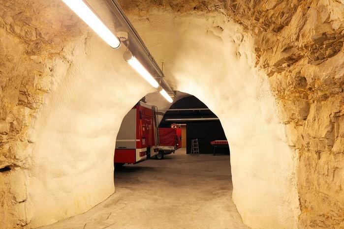 Архитектура и интерьер пожарной части в Италии