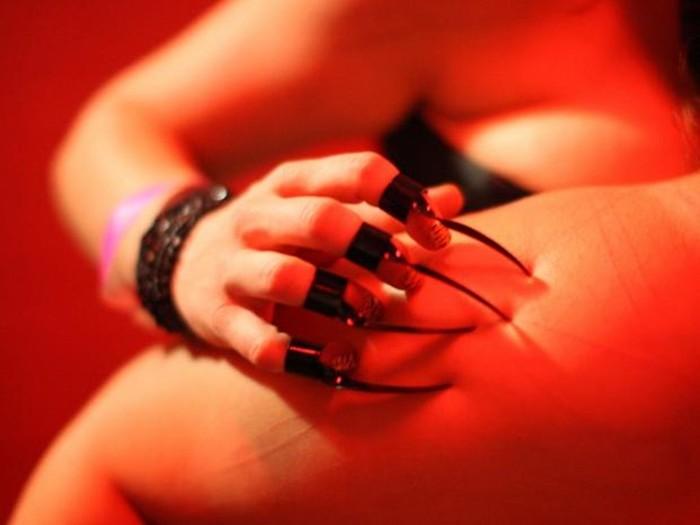 Попытка не пытка. Пользователи Интернета расскажут о самых необычных вещах, которые их просили делать в постели