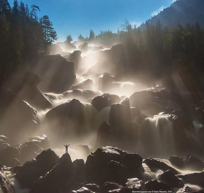 Bolshoi_Chylchinskii_vodopad_v_lynnih_lychah