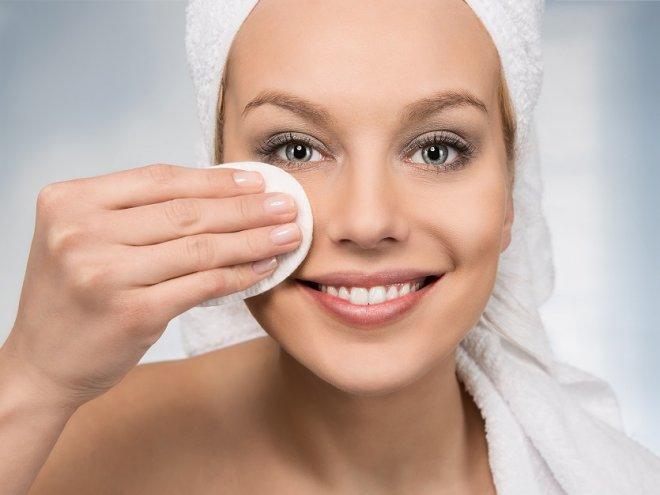 Смывайте макияж перед сном