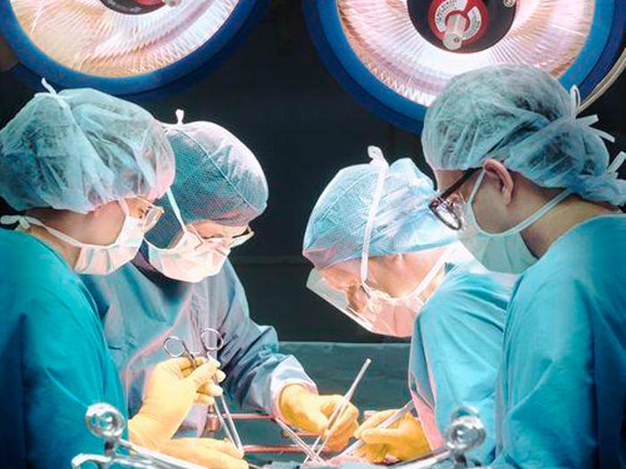 Больница операция/6173778_1363245291_operaciya (700x525, 228Kb)