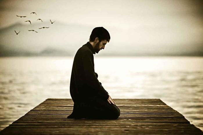 Молитва в разных религиях: что важно знать