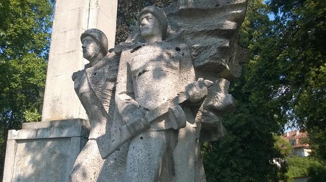 Памятник советским солдатам в Польше. Фото: ro.com.pl/6209540_pamyatnik (672x375, 326Kb)