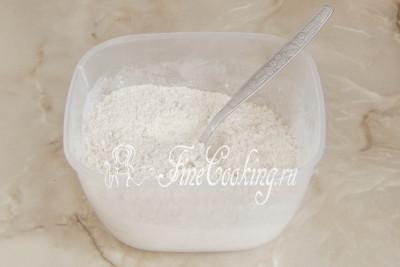 В отдельной миске соединяем измельченные орехи, а также просеянную пшеничную муку, смешанную с разрыхлителем и щепоткой ванилина (можно заменить чайной ложкой ванильного сахара)/5177462_biskvitnyjtortschernoslivomigreckimiorehami56dac7b37b5e4 (400x267, 20Kb)