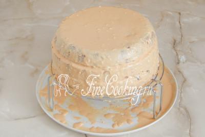 Таким образом прослоите три коржа, также смазывая бока торта/5177462_biskvitnyjtortschernoslivomigreckimiorehami56dac8895cce7 (400x267, 27Kb)