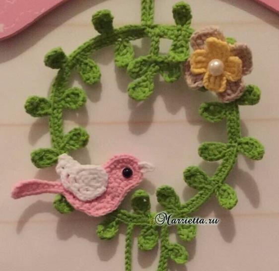 Декоративное панно с птичкой крючком (3) (562x546, 197Kb)