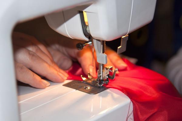 Швейные и вязальные машины дома или рассказ о том, как женщины осваивают новые технологии!