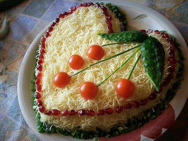 Salat_iz_kyrici_s_sirom