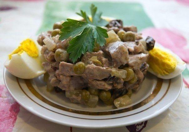 Салат по-домашнему с говядиной и черносливом