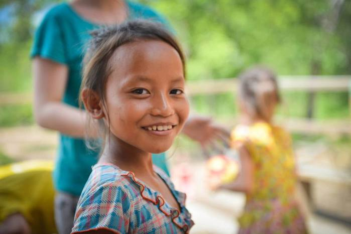 close-up-girl-Cambodia (700x466, 30Kb)