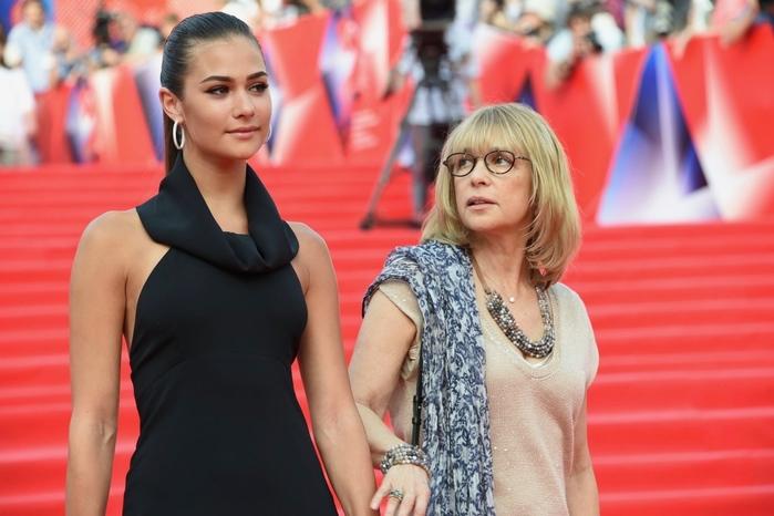 Жену Овечкина затравили из за Бузовой