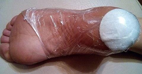 8 лучших средств для сухой, потрескавшейся кожи на стопах