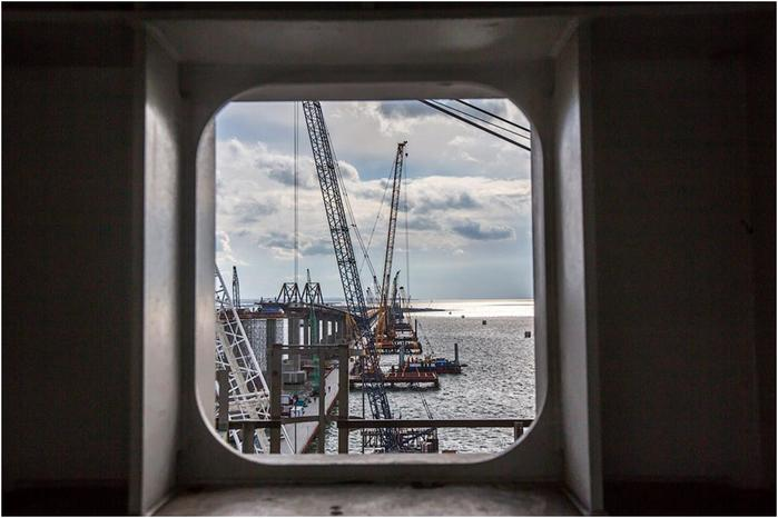 How is the construction of the Crimean bridge