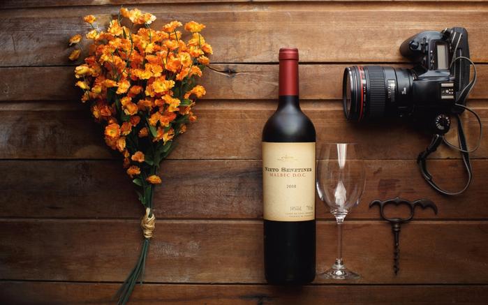 natyurmort-cvety-butylka-vino (700x437, 356Kb)