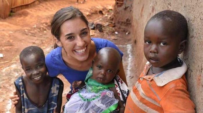 23 летняя девушка удочерила 13 детей из Уганды