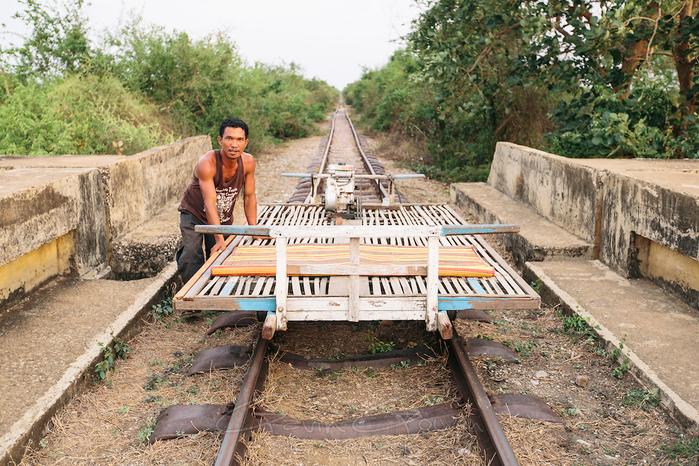 бамбуковые поезда камбоджи 4 (700x466, 570Kb)