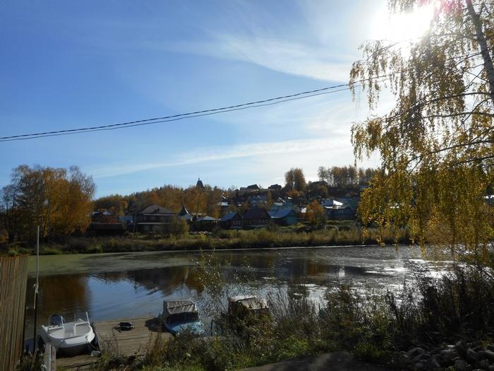 на берегу реки жили рыбаки