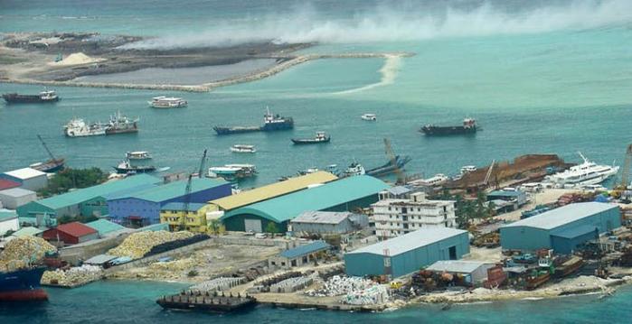 Мусорный Остров Тилафуши Мальдивские острова