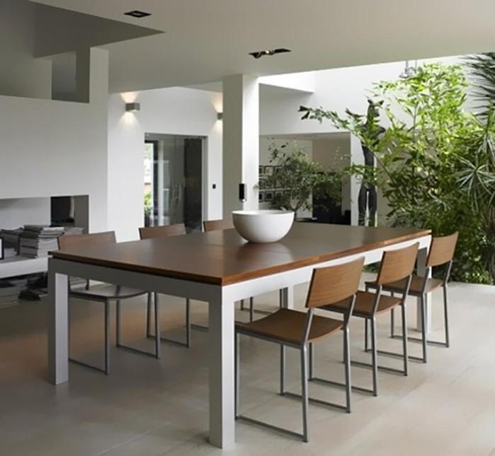Совсем необычный стол— для обеда и бильярда!