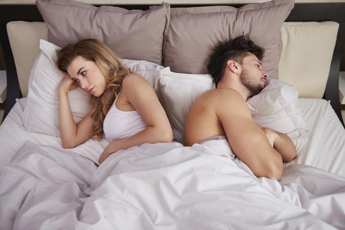 Видео парни в кровати это