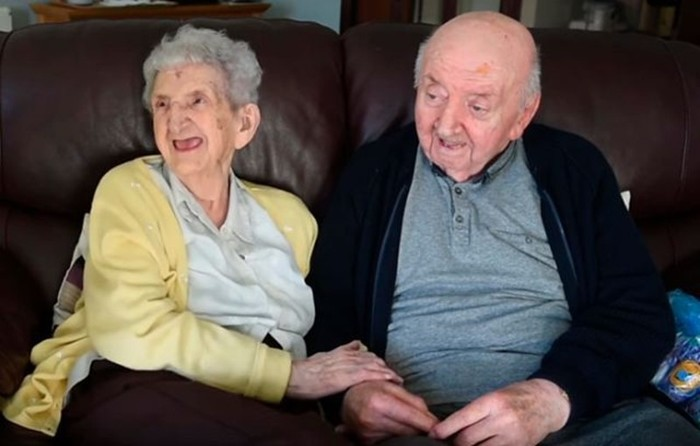 Мать (98 лет) переехала в дом престарелых, чтобы ухаживать за своим сыном (80 лет)