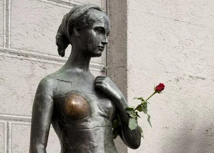 Какие статуи нужно трогать и гладить, чтобы стать богатым и счастливым?
