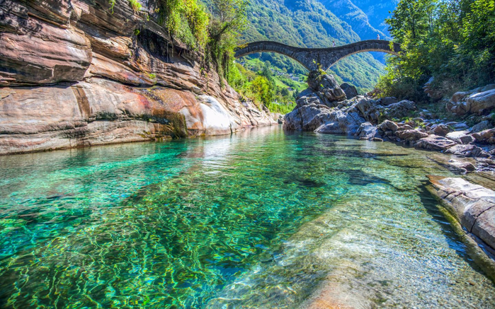 River-Verzaska-Switzerland-stone-bridge-turquoise-clear-water-rocks-Wallpaper-Hd-3840x1240-1440x900 (700x437, 531Kb)