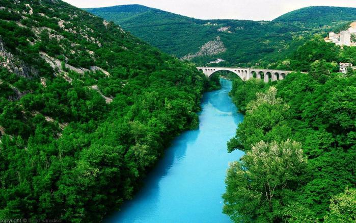 Soca-River-Solkan-stone-bridge-Nova-Gorica-in-western-Slovenia-1920x1200-1440x900 (700x437, 454Kb)