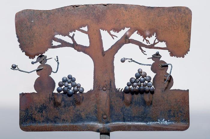 ржавые лопаты художницы Синди Чинн 1 (700x466, 297Kb)