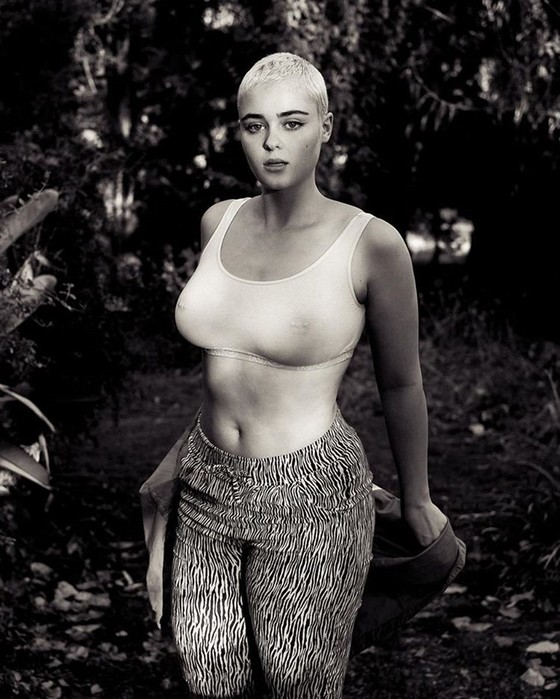 139230483 122317 2318 BurgerKing49 10 фото Стефании Феррарио, которая крушит стереотипы о модельной внешности