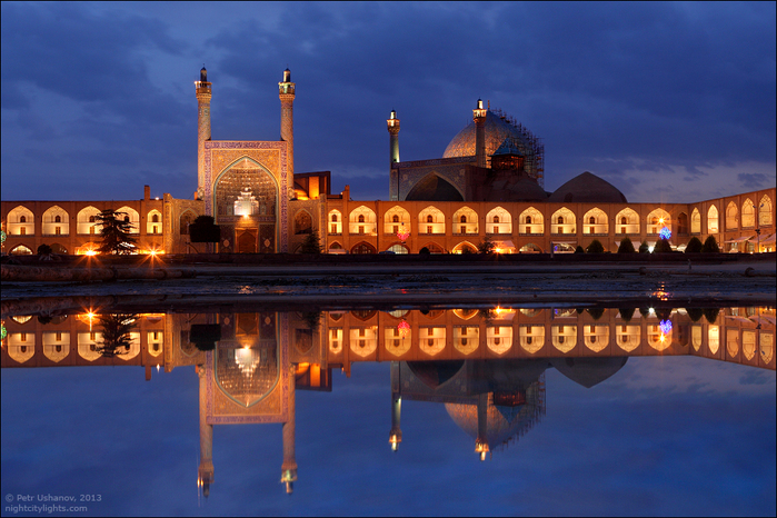 4. Исфахан, площадь Имама. Она особо красива вечером (700x466, 454Kb)