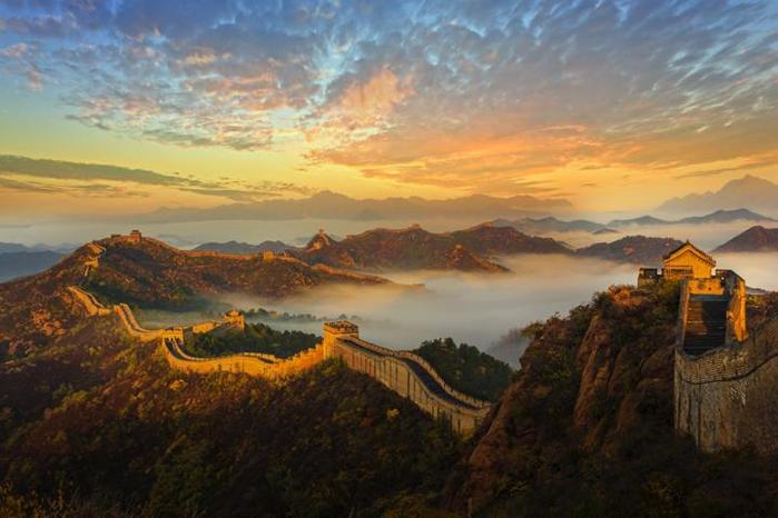 Сиреневый закат над Великой китайской стеной