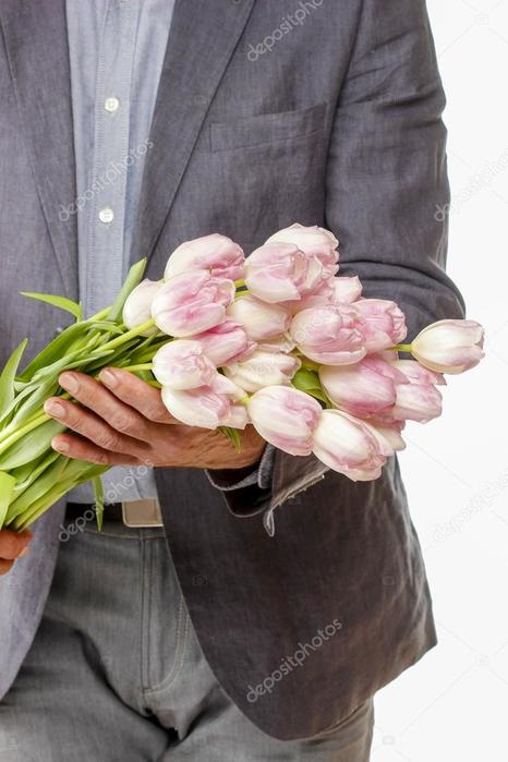 depositphotos_47975599-stock-photo-man-holding-bouquet-of-pink (466x700, 43Kb)