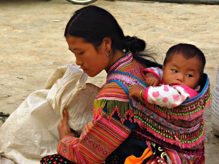 Как носили малышей в разных уголках мира до изобретения детских колясок