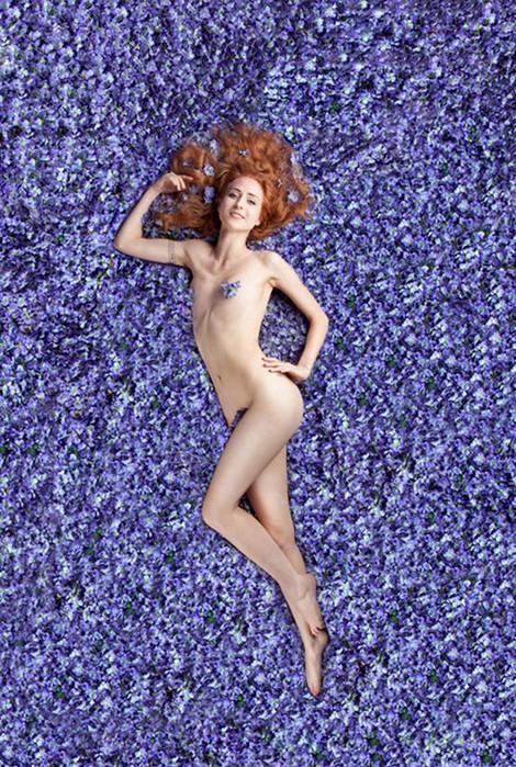 142557723 062418 1829 15 Американская красота: 14 разных женщин примерили на себя знаменитый сексуальный образ из фильма